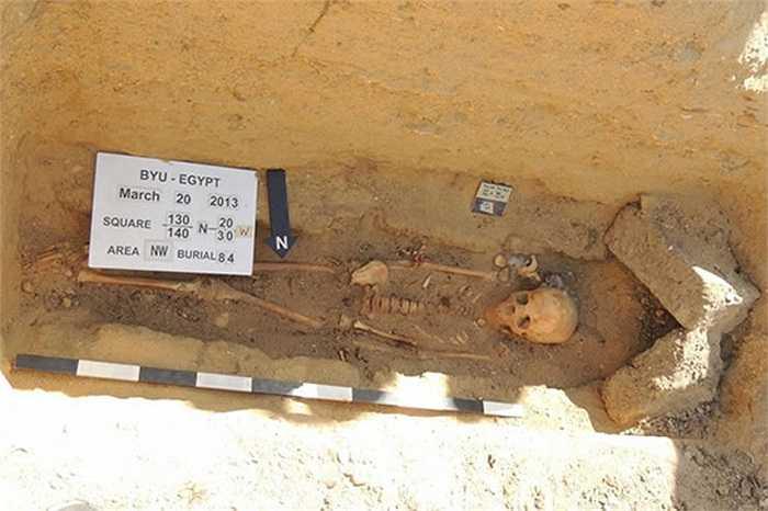 Các xác ướp cũng không được lột bỏ nội tạng, điều rất khác biệt với xác ướp vua chúa Ai Cập, được can thiệp bởi kỹ thuật của con người.