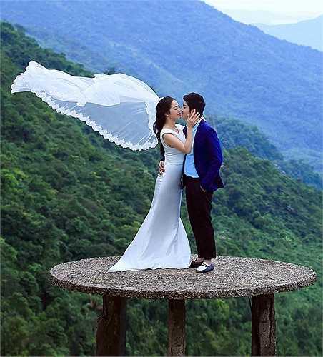 Được biết, toàn bộ ý tưởng cho lễ cưới đều do chính chú rể Bửu Lộc tự tay thực hiện vì không muốn vợ phân tâm trong lúc lưu diễn.