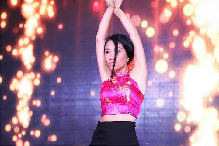 Dấu ấn nhảy múa cùng với những khách mời như vũ đoàn Hoàng Thông, Trấn Thành, Linh Hoa sẽ làm nổi bật lên phong cách âm nhạc Latin của Đoan Trang