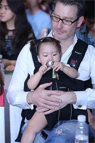 Vị khách mời thứ hai cũng được công bố trong họp báo đó chính là Trấn Thành – người bạn nhảy của Đoan Trang tại cuộc thi Bước nhảy hoàn vũ 2010 mà cả hai đã giành được danh hiệu Quán quân