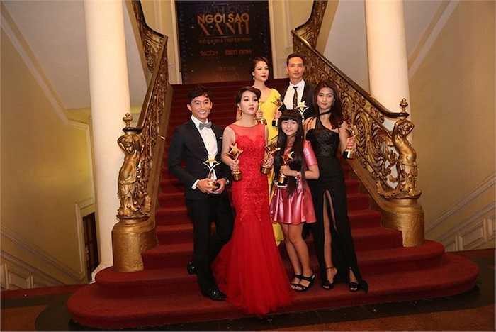 Các diễn viên đoạt giải thưởng Ngôi Sao Xanh tối qua.  (Trung Ngạn)