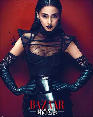 Angelababy chính là hình tượng 'vịt hóa thiên nga' tiêu biểu của làng giải trí Hoa ngữ. Từ một cô gái nhan sắc bình thường, sau khi dao kéo trở nên xinh đẹp và nổi tiếng
