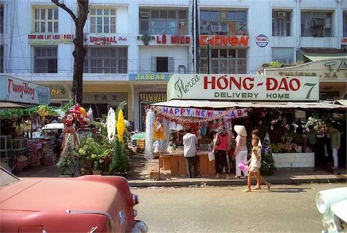 Không khí Giáng sinh tại một góc đại lộ Nguyễn Huệ. (Theo Kiến thức)