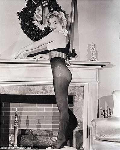 Marilyn Monroe làm dáng khi chụp ảnh năm 1951