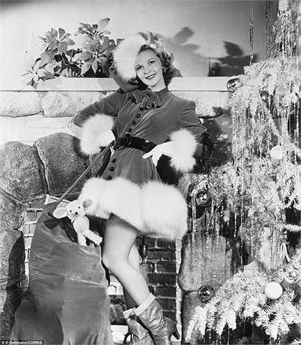 Mary Martin, nữ diễn viên người Mỹ chụp ảnh mừng Giáng sinh vào năm 1940