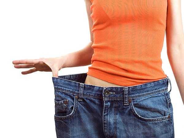 Hỗ trợ giảm cân: Lượng calo, chất béo thấp, đồng thời lại chứa nhiều chất xơ, do đó quả hồng có thể giúp bạn thỏa mãn cơn đói và cảm thấy no lâu hơn. Chúng cũng làm giảm cảm giác thèm ăn với những thực phẩm chế biến hoặc đồ ngọt.