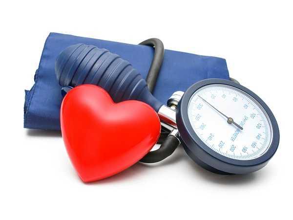Giảm huyết áp: Quả hồng có chứa một lượng kali đáng kể, đây là một loại khoáng chất làm giảm huyết áp, tốt cho sức khỏe tim mạch.