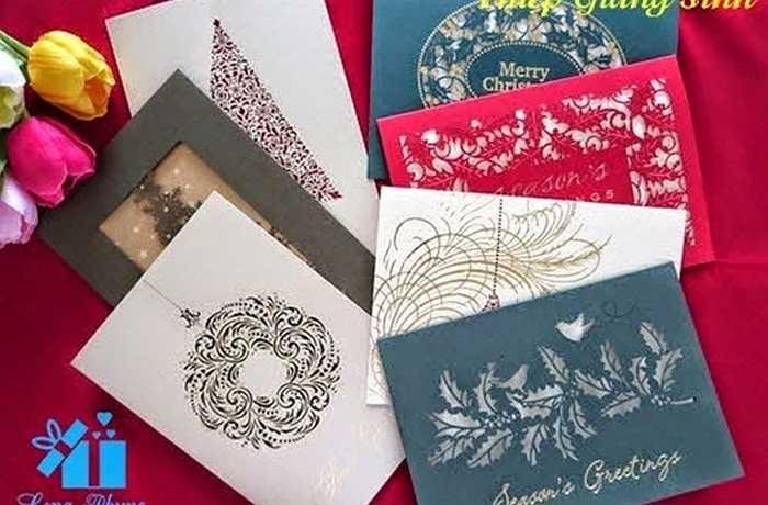 Một món quà handmade khác cũng không thể thiếu là những tấm thiếp Chúc mừng Giáng sinh được làm tỉ mẩn