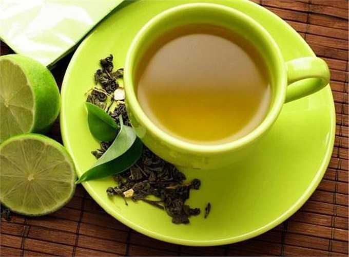 3. Trà xanh có chất axít tanic khử được chất cồn trong rượu nên cho người say rượu uống một cốc chè xanh pha đặc cũng sẽ giải ngộ độc rượu rất tốt.
