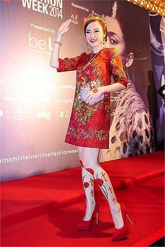 Angela Phương Trinh còn nổi tiếng với thú chơi đồ hiệu.