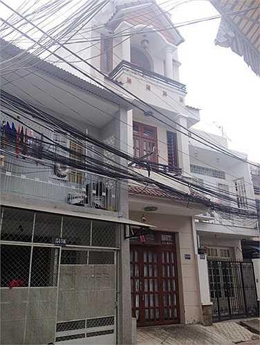 Căn nhà 3 tầng nơi Angela Phương Trinh đang sinh sống cùng bố mẹ và em gái.