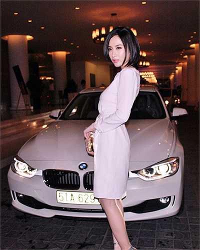 Chiếc xe 2 tỷ mà Angela Phương Trinh mua khi bước sang tuổi 18.