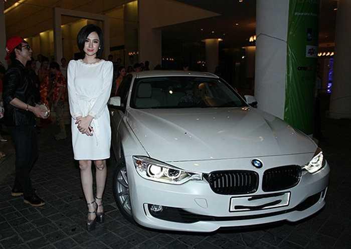 Chỉ một năm sau đó, cô đã thay chiếc xe hơi này bằng một chiếc đắt tiền hơn gấp 3 lần.
