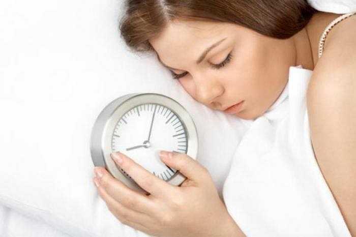 6. Thời gian nghỉ lễ Tết đã được nhiều bạn 'tận dụng' triệt để cho việc ngủ nướng. Tuy nhiên, việc 'nướng' quá lâu có thể gây nên các triệu chứng như đau đầu, mệt mỏi, trí nhớ giảm sút… Không chỉ thế, nó còn dẫn đến nhiều căn bệnh nguy hiểm liên quan đến dạ dày và hệ tiêu hóa, bệnh đường hô hấp, tim mạch…