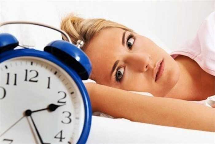 7. Thức khuya làm giảm sức đề kháng, dễ mắc các bệnh cảm cúm, bệnh dịch thông thường.. Và đặc biệt nó còn là nguyên nhân chính gây nên mụn, quầng thâm quanh vùng mắt, da khô...