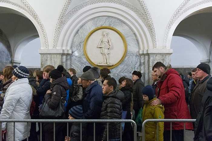 Chụp lại những hình ảnh này và ghi chú vắn tắt, blogger người Nga Ilya tự hỏi: 'Tại sao đường nào cũng tắc, mà không thể không đi'