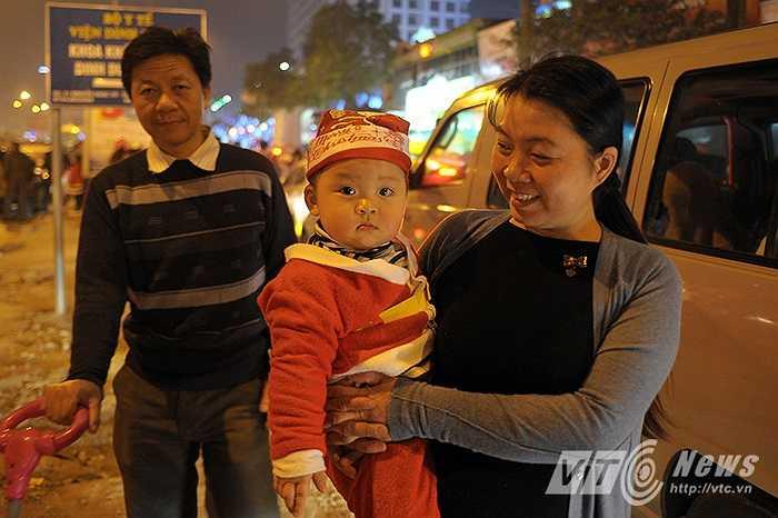 Gia đình chị Trần Thị Hà (Ngã tư Sở) phải hủy bỏ kế hoạch đi chơi Noel vì lượng người quá đông.