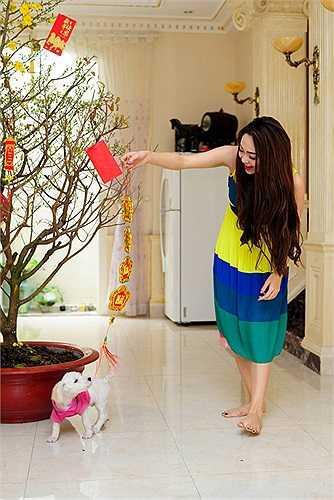 Chỉ trong dịp Tết 2014 vừa qua, Minh Hằng mới khoe ảnh cô tran hoàng nhà cửa đón năm mới.