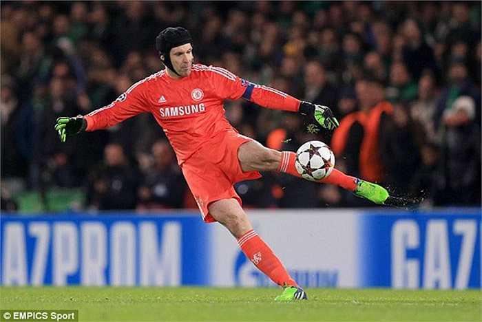 Cech sang Juventus: Là người thừa tại Chelsea nhưng Petr Cech vẫn có thể tìm lại bản ngã nếu chấp nhận sang làm bạn cùng Buffon