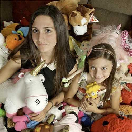 Madison Zavala, 16 tuổi, bắt đầu tạo nhóm Facebook kêu gọi mọi người tặng quà cho trẻ em, những người gặp bất hạnh trong cuộc sống.
