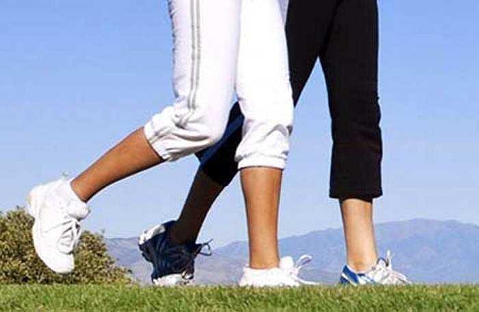 13. Vận động: Mặc dù, bạn rất ngại khi phải bước ra khỏi giường trong mùa đông lạnh, những bài tập đơn giản như đi bộ, chạy… Các bài tập này giúp đốt cháy chất béo và tạo ra nhiệt trong cơ thể giúp cho bạn một cơ thể khỏe mạnh và làn da mềm mại, dẻo dai.