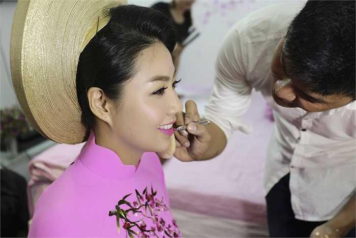 Lê Khánh và Tuấn Khải đã tổ chức đám cưới vào sáng nay (27/12) tại nhà chú rể ở huyện Châu Thành, tỉnh Tiền Giang.
