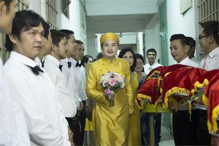 3h30 sáng, Tuấn Khải đã lên đường đi rước cô dâu để kịp tổ chức đám cưới tại quê hương chú rể ở Tiền Giang.