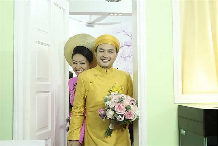 Lê Khánh hạnh phúc bên người bạn đời của mình.