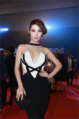 Những trang phục phô diễn nét đẹp cơ thể được nữ diễn viên ưu tiên hết mực