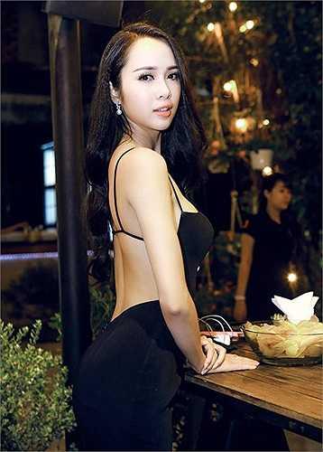 Sau thời gian im ắng, top 5 Hoa hậu Việt Nam Vũ Ngọc Anh bất ngờ quay trở lại với diện mạo quyến rũ khó rời mắt.
