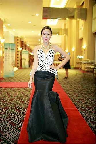 Lưu Hương Giang cũng 'lột xác' hoàn toàn trong phong cách thời trang.