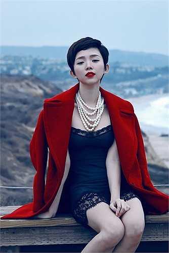 Nữ ca sĩ cũng có một gu ăn mặc đẹp mắt và sành điệu.