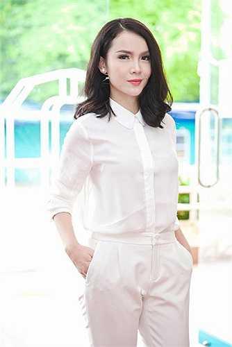 Nữ ca sĩ Yến Trang rạng ngỡ với làn da trắng không tì vết, đôi mắt to cùng đôi môi quyến rũ