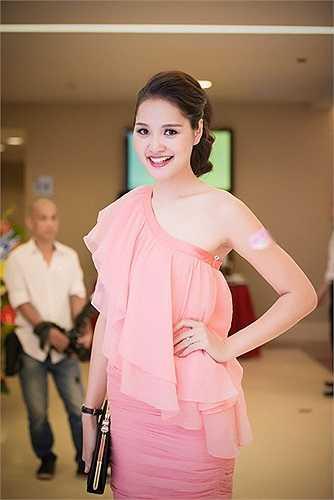 Hoa hậu Hương Giang luôn nhận được nhiều lời khen mỗi khi đi sự kiện