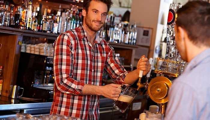 Người pha chế rượu trong các quán bar: hơn 12% nghiện rượu. Không khó hiểu với vấn đề này vì những người này dùng rượu làm 'cần câu cơm'