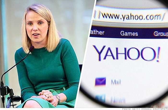 5. Marissa Mayer – Yahoo    Năm qua, cổ phiếu Yahoo vượt qua đối thủ Google nhưng không phải là do công trạng của CEO Marissa Mayer. Cổ phiếu hãng này tăng 25% trong năm qua là nhờ cổ phần trong hãng thương mại điện tử khổng lồ của Trung Quốc Alibaba. Mayer đã hứa trả một phần lợi nhuận có được sau vụ IPO của Alibaba cho cổ đông, thông qua các đợt mua lại cổ phiếu. Nhờ đó, bà ghi điểm trong mắt các nhà đầu tư.