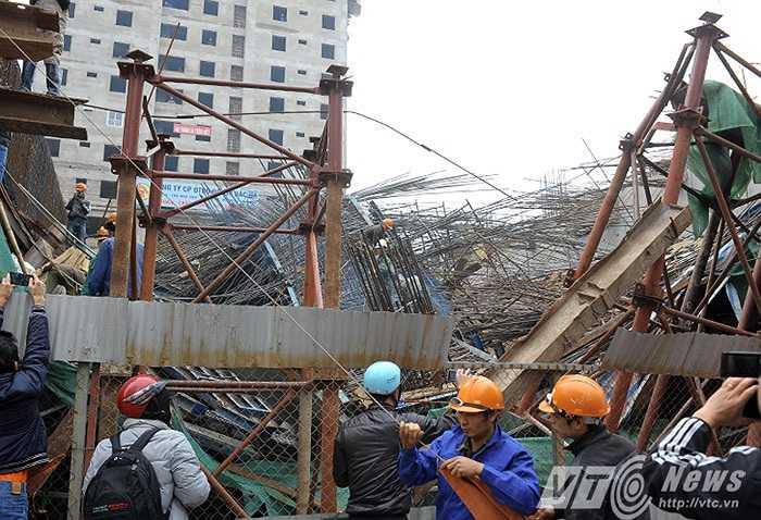 Rất may vụ tai nạn xảy ra vào buổi sáng sớm, tuyến đường ít người qua lại nên đã không gây thiệt hại về người.