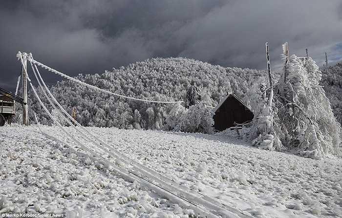 Cả một vùng núi rộng lớn bị băng phủ kín