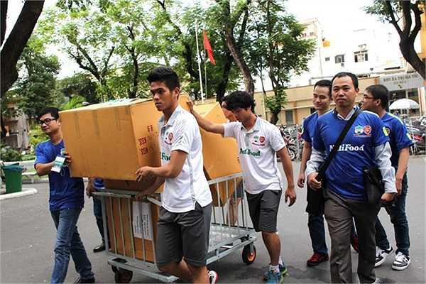 Đây là hoạt động từ thiện do CLB HAGL phối hợp cùng chương trình 'Ước mơ của Thúy' thực hiện nhằm mang lại sự hỗ trợ thiết thực cho các bệnh nhân ung thư ở Việt Nam.