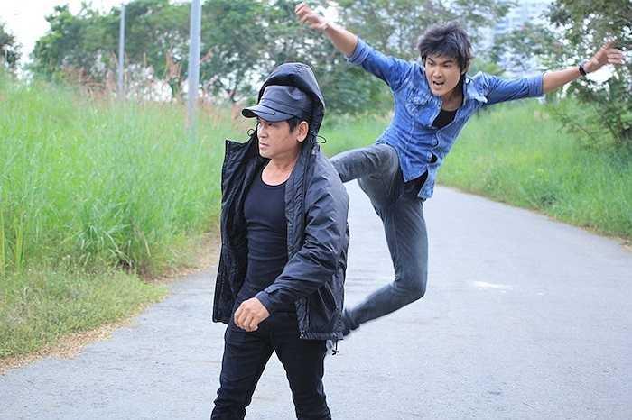 Với vai Phạm Thành trong Đi qua mùa gió, Quang Sự sẽ không làm khán giả thất vọng bởi sự nhập vai quá thật. Trong phim nam diễn viên hóa thân thành một kỹ sư xây dựng đẹp trai, phong trần, rất nam tính.