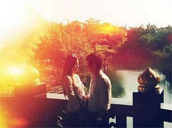 Midu và bạn trai Quang Thành đã bí mật đính hôn vào sáng ngày 30/12.
