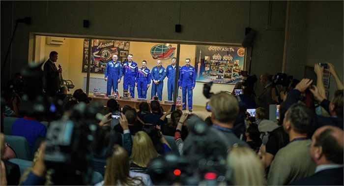 Các phi hành gia trước khi lên trạm ISS