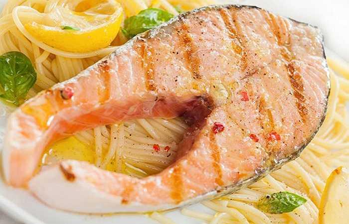 Cá: Kali có rất nhiều trong cá và hải sản nên hãy thường xuyên bổ sung chúng vào chế độ ăn. Các loại cá bơn hay cá ngừ chứa đến 500 mg kali trong 100 g. Mặt khác, việc thường xuyên ăn cá làm tăng tuổi thọ, nhờ một phần lớn các chất béo lành mạnh trong cá tươi làm giảm 35% nguy cơ tử vong do mắc bệnh tim. Đây là một nghiên cứu đã được Trường Đại học Harvard (Mỹ) kiểm chứng.