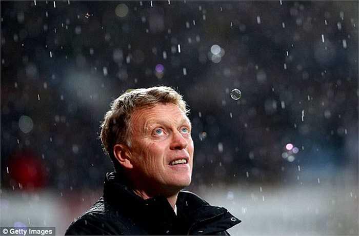 Tháng 1, những dấu hiệu hồi sinh dưới thời David Moyes chấm dứt. Quỷ đỏ thua liên tiếp trước Tottenham, Swansea, Sunderland. Họ bị văng ra khỏi FA Cup từ ngay vòng 3, và rời Capital One Cup ở vòng bán kết