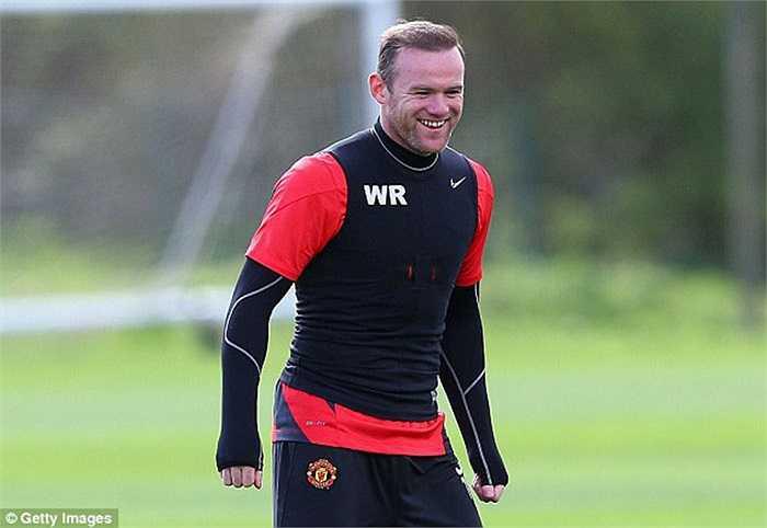 Cũng trong tháng này, Rooney ký hợp đồng 300.000 bảng/tuần với Man Utd, phá vỡ mọi kỷ lục trước đó của CLB