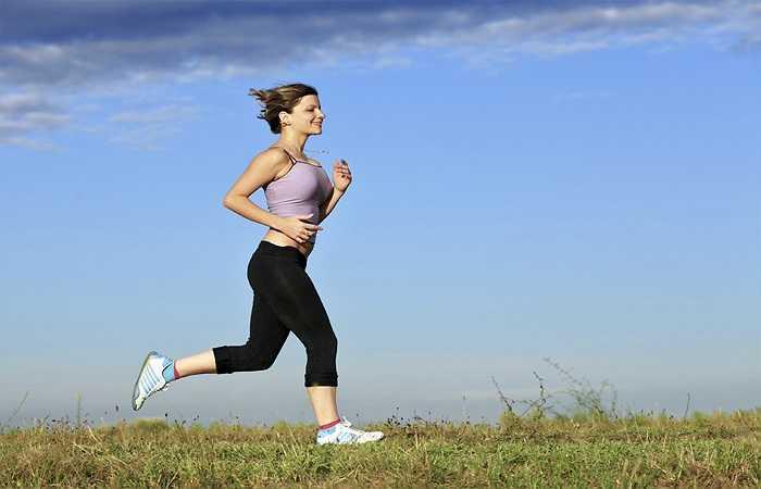 Tập thể dục khi thời tiết ngoài trời quá nóng: Những ngày thời tiết nắng nóng, cơ thể bạn sẽ bị mất đi một lượng nước đáng kể, việc bạn tập thể dục sẽ gây ra tình trạng mất nước (đổ mồ hôi nhiều hơn) nếu bạn không cung cấp đủ nước cho cơ thể, đặc biệt là cảm cúm.