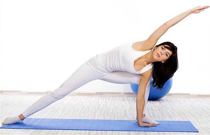Tập thể dục quá sức: Bạn ham mê với môn thể thao nào đó nên bạn tập thể quá hăng say. Bên cạnh đó, một số bạn trẻ vì lo sợ tăng cân nên đã tập luyện quá sức mỗi ngày. Dù do bất kỳ lý do nào, tập luyện quá sức có thể gây ra nhiều biến chứng nguy hiểm cho cơ thể như: căng cơ, gãy xương, mệt mỏi, chán ăn…