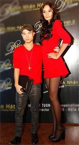 Đỗ Mạnh Cường luôn tự hào khi xuất hiện cùng cô học trò cao kều Lê Thuý dù anh thấp hơn cô rất nhiều.
