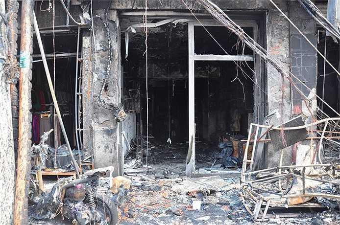 Căn nhà bị lửa thiêu cháy hoàn toàn. (Ảnh Sỹ Hưng)
