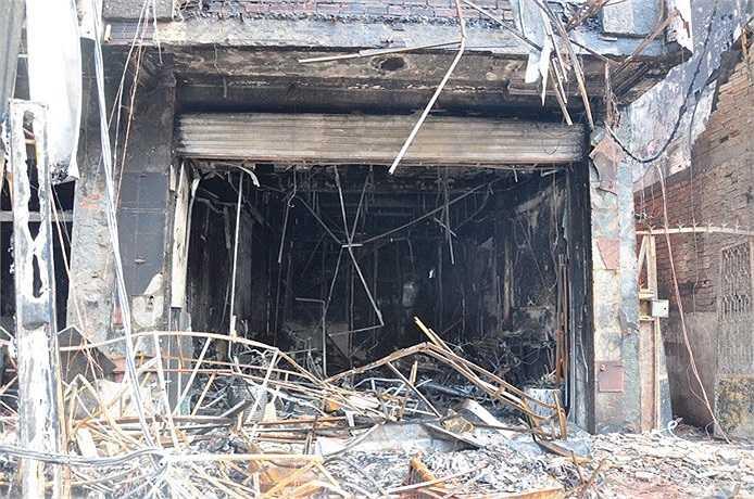 Vụ cháy gây thiệt hại lớn về tài sản và ảnh hưởng đến tinh thần người dân địa phương. (Ảnh Sỹ Hưng)